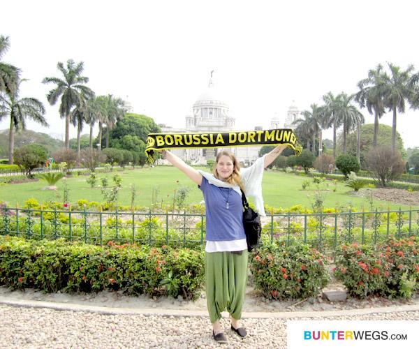 Borussia Dortmund vor dem Viktoria Memorial ;)