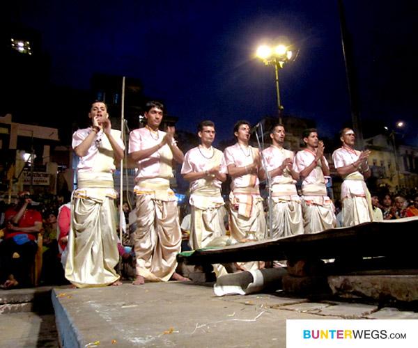 03_varanasi-indien-aarti-bunterwegs