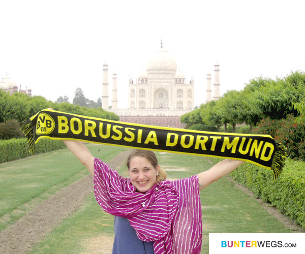 Mit Borussia Dortmun vor dem Taj Mahal in Agra, Indien