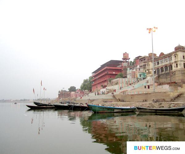 16_varanasi-indien-ganges-bunterwegs