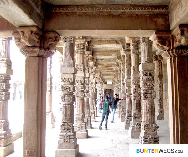 Qutb Minar* Der Runinen-Komplex in Delhi