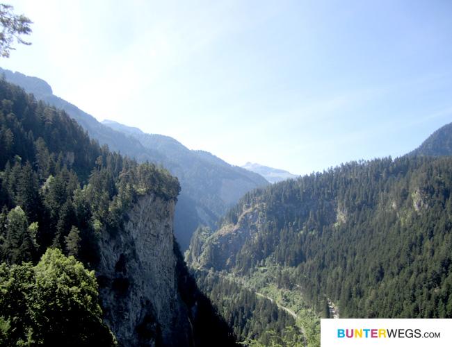 Auf dem Weg zur Burganlage * Via Spluga * Graubünden, Schweiz