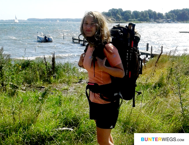 Etappe 2 steht bevor * Jessie von BUNTERwegs.com mit ihrem Test-Gepäck für ihre bevorstehende Fernwanderung