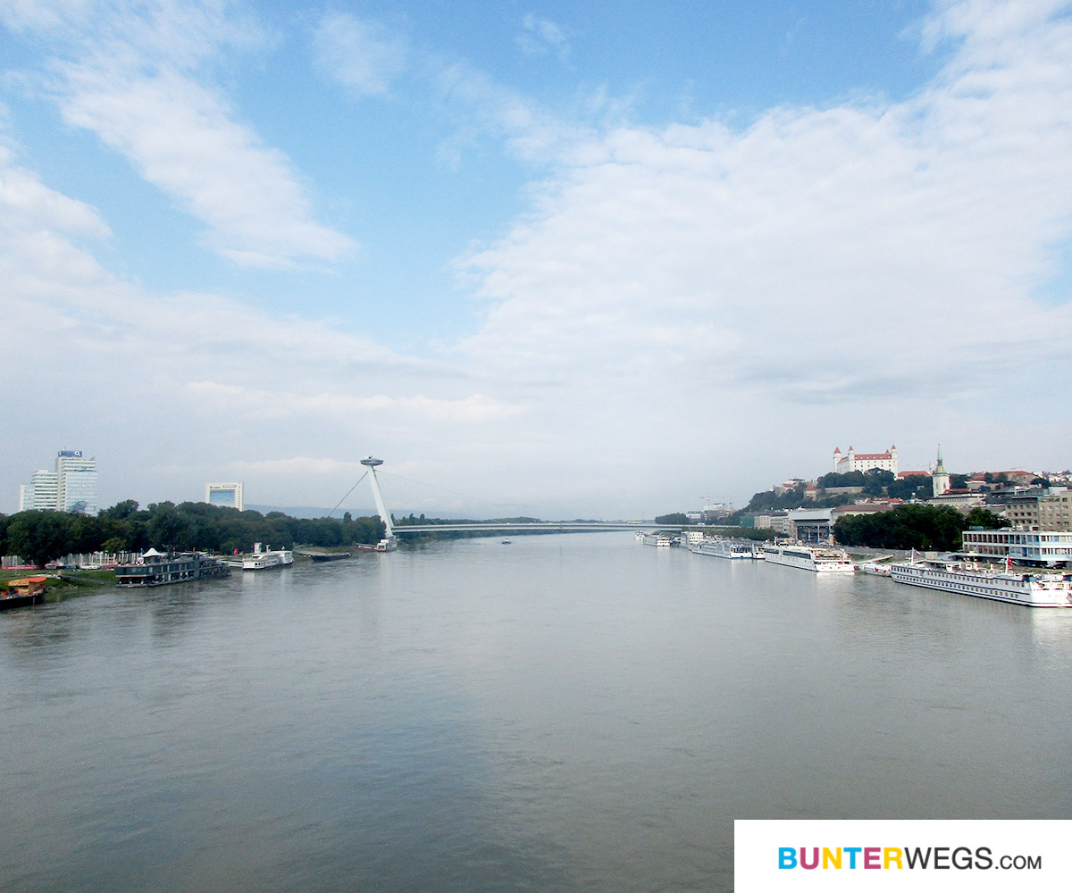 bunterwegs2nepal: Bratislava und der Blick auf die Donau * BUNTERwegs. Der Outdoor Blog für Frauen mit Liebe zum Wandern und zur Street Art