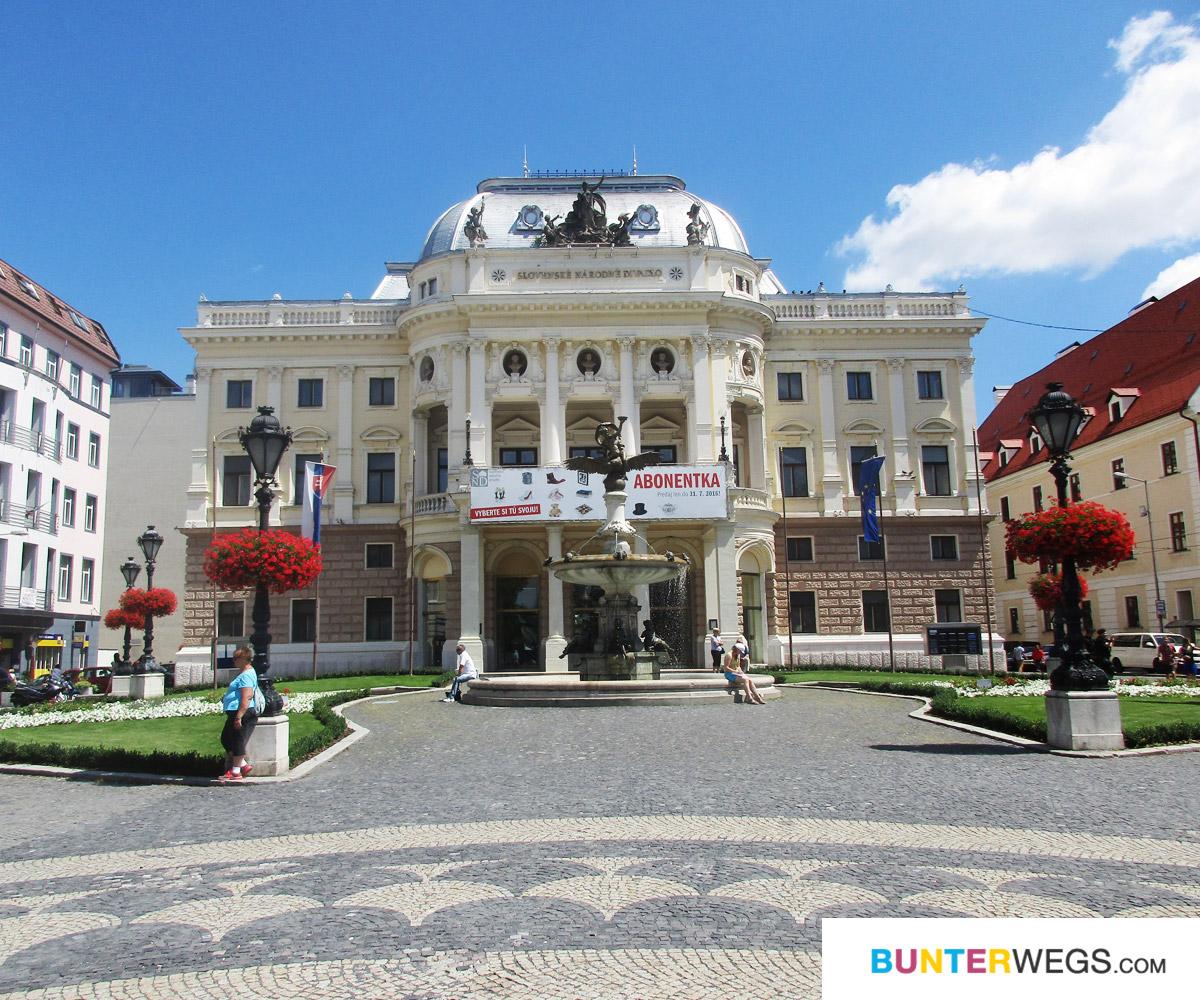 Die Oper in Bratislava, Slowakei * BUNTERwegs. Der Outdoor Blog für Frauen mit Liebe zum Wandern und zur Street Art