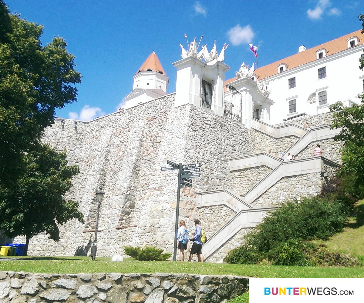 Die Burg Bratislava, Slowakei * BUNTERwegs. Der Outdoorblog für Frauen mit Liebe zum Wandern und zur Street Art
