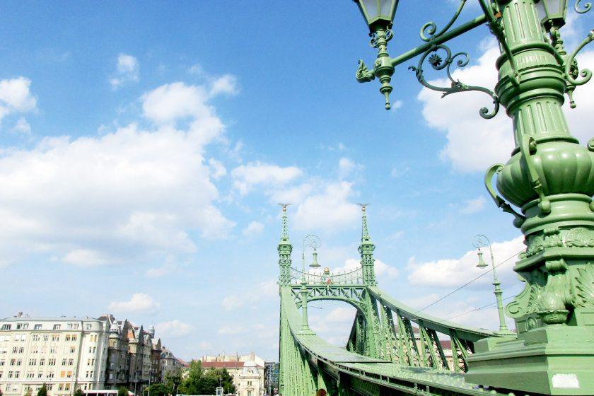 Die Freiheitsbrücke (Szabadság híd) in Budapest, Ungarn * BUNTERwegs. Der Outdoor Blog für Frauen mit Liebe zum Wandern und zur Street Art