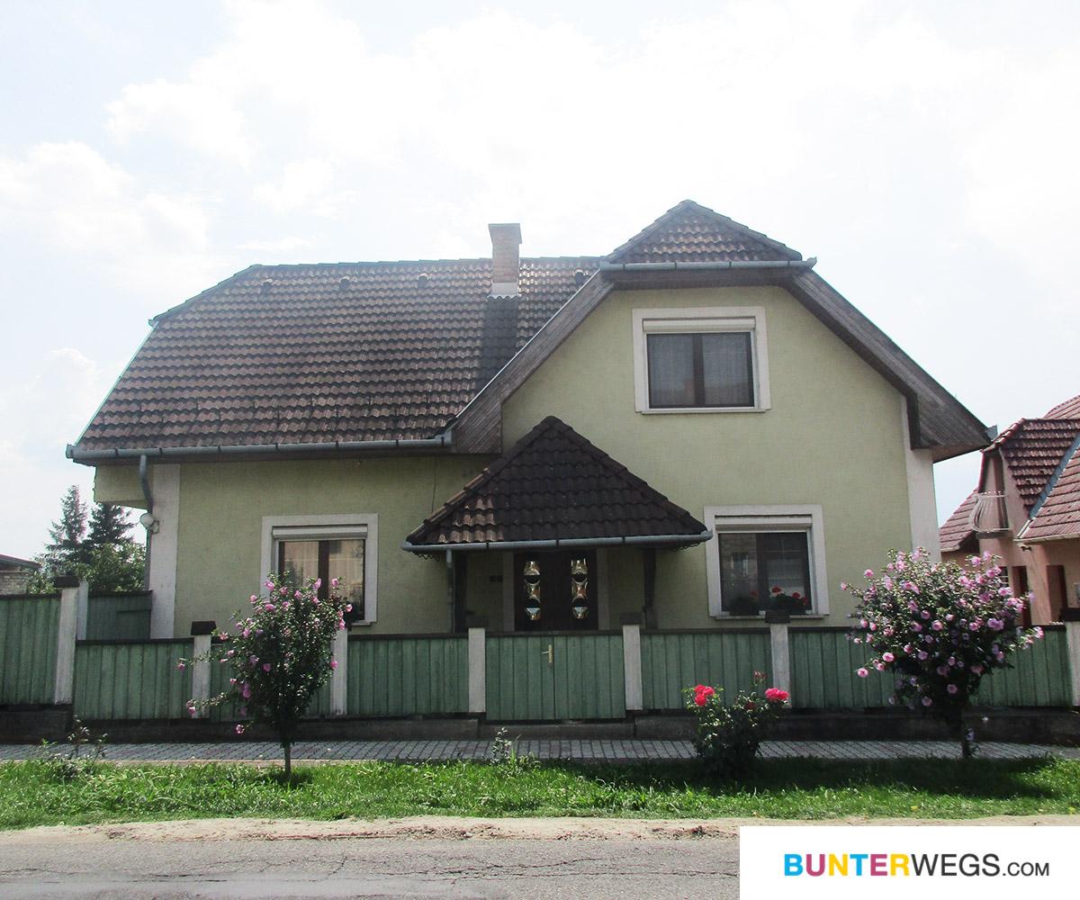 Ein Haus zwischen Györ und Pannonhalma in Ungarn * BUNTERwegs. Der Outdoor Blog mit Liebe zum Wandern und zur Street Art