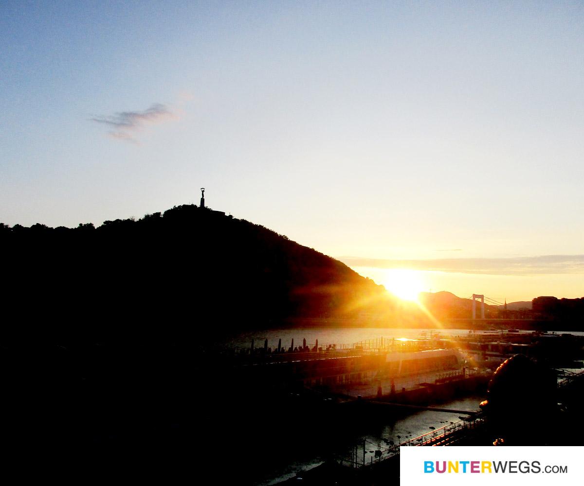 Sonnenuntergang in Budapest, Ungarn * BUNTERwegs. Der Outdoor Blog für Frauen mit Liebe zum Wandern und zur Street Art