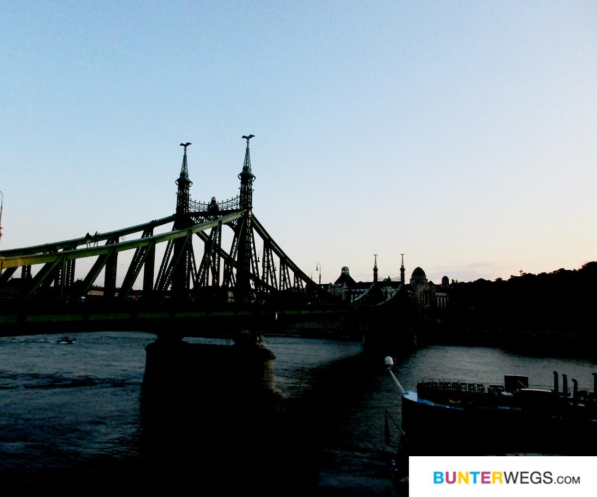 Die Freiheitsbrücke in Budapest, Ungarn * BUNTERwegs. Der Outdoor Blog für Frauen mit Liebe zum Wandern und zur Street Art