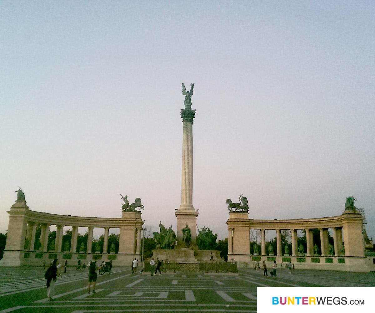 Heldendenkmal in Budapest, Ungarn * BUNTERwegs. Der Outdoor Blog für Frauen mit Liebe zum Wandern und zur Street Art